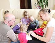 Братья и сестры<br/> для детей с ДЦП<br/> полезнее мам и пап