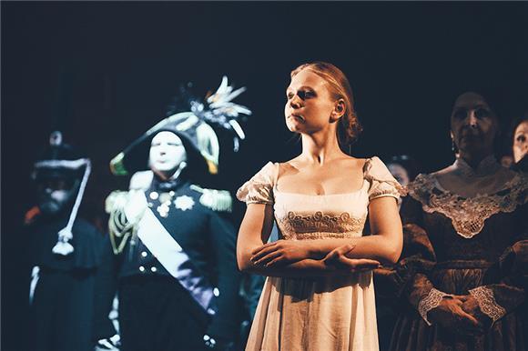 Театр «Модерн» передаст Русфонду часть выручки отпоказа спектакля «Война имир»