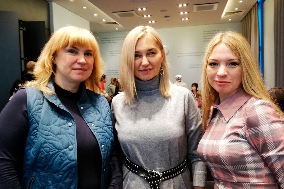 Слева направо: журналистка Ирина Борисова, волонтеры Руслана Трохова и Наталья Калинина