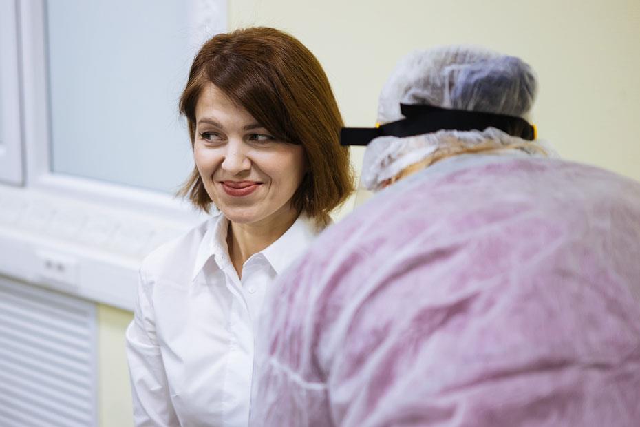 Сотрудники МТС в Новосибирске сдают кровь на типирование