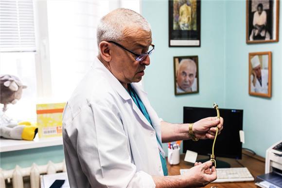 Сибирскому хирургу-вертебрологу Михаилу Михайловскому присвоили звание заслуженного врачаРФ