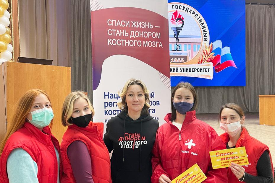 Екатерина Кузнецова с командой волонтеров-медиков