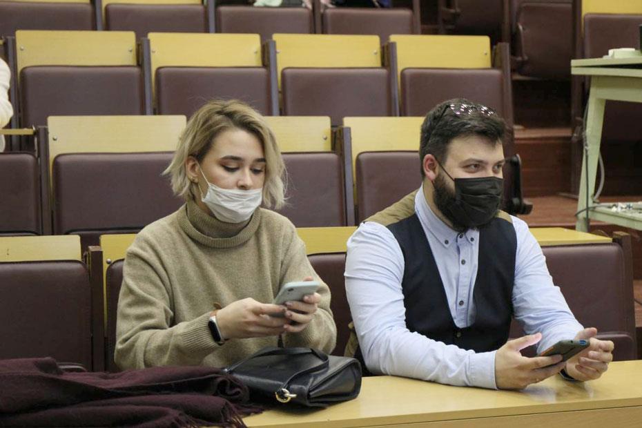 Слева направо – Мария Кузнецова, консультант проекта «Капля крови» в СПбГПМУ, и Сергей Емельянов, куратор проекта