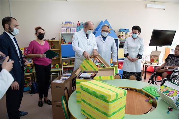 Сбер и Русфонд передали «коробки храбрости» для детей – пациентов Федерального научного центра реабилитации инвалидов имени Г.А. Альбрехта