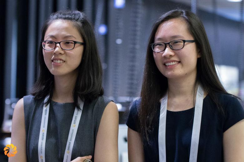 Сюэин Ван (справа) и Сихан Ян