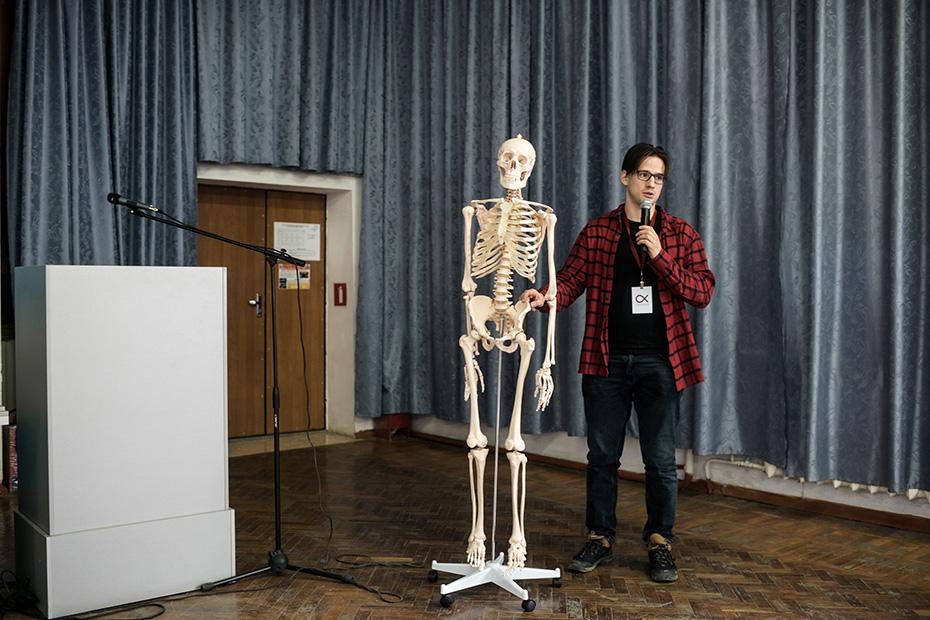 Спецкор Русфонда Никита Аронов готовится к пресс-конференции в Городской клинической больнице скорой медицинской помощи города Краснодара