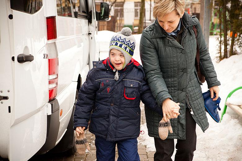 Вова и его волонтер Лена подружились так сильно, что Лена даже решила оформить гостевое проживание, и теперь Вова ходит в гости на выходные