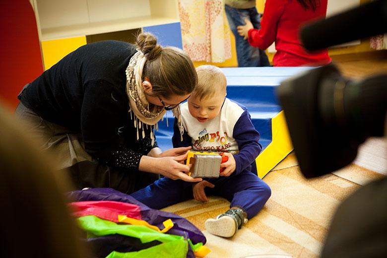Антошка был среди тех детей, которые начали приезжать в Центр лечебной педагогики два года назад; одним из тех, ради кого и придумали Домик