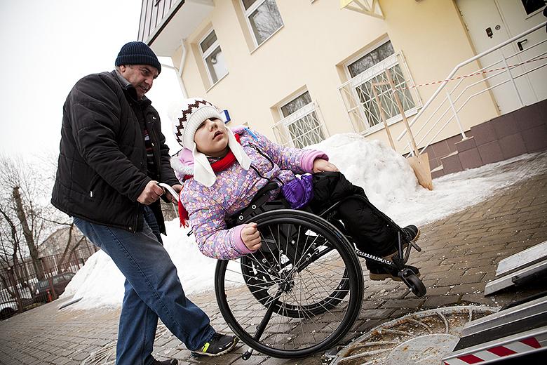 1. Феруза в день переезда в свой новый дом – Свято-Софийский детский дом для детей с тяжелыми множественными нарушениями развития