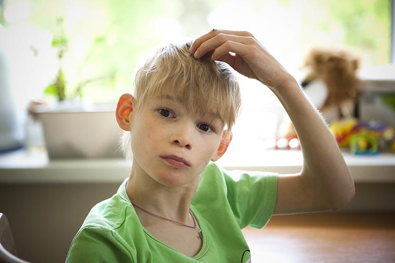 1. В прежнем интернате Олю всегда брили под машинку, так что никто даже не знал, что она симпатичная блондинка