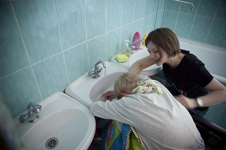 9. Принимать ванну, чистить зубы, мыть руки и игрушки, протирать стол – теперь столько всего можно!