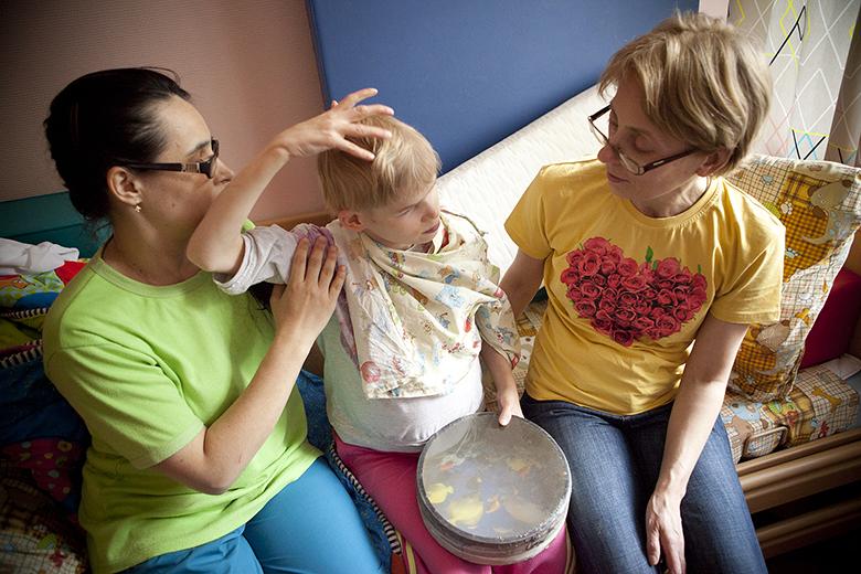 11. Занятие с остеопатом Татьяной Понятовской. Оля очень старается