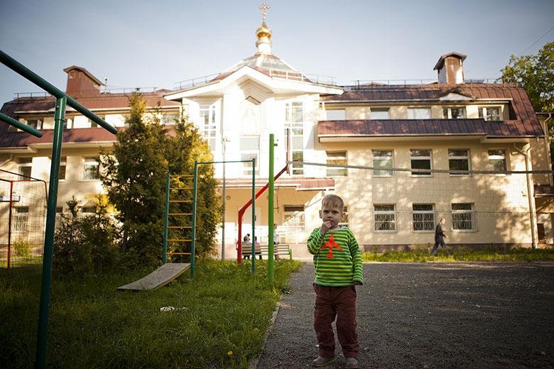 10. Во дворе Свято-Софийского детского дома, который все называют просто Домик