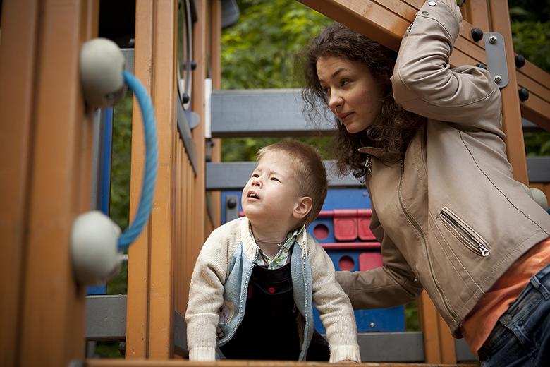 8. Площадка Центра лечебной педагогики специально оборудована для игр детей с особенностями развития