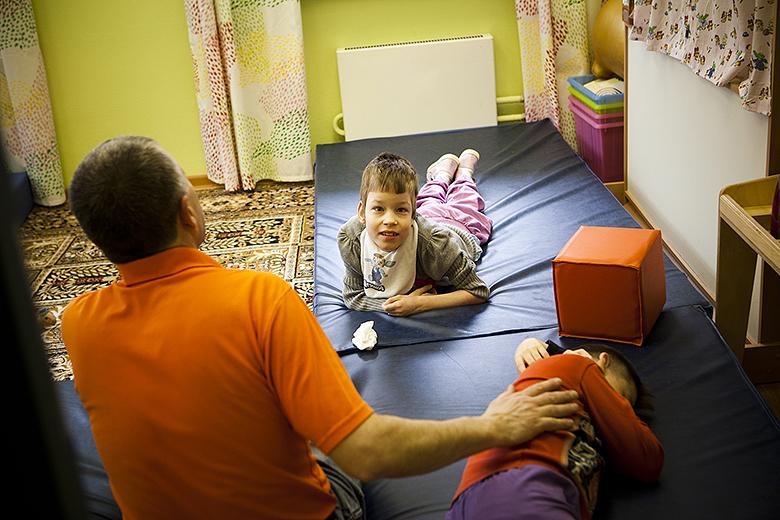 2. Тоня живет в группе, которая называется «адаптация» – для самых тяжелых детей Домика