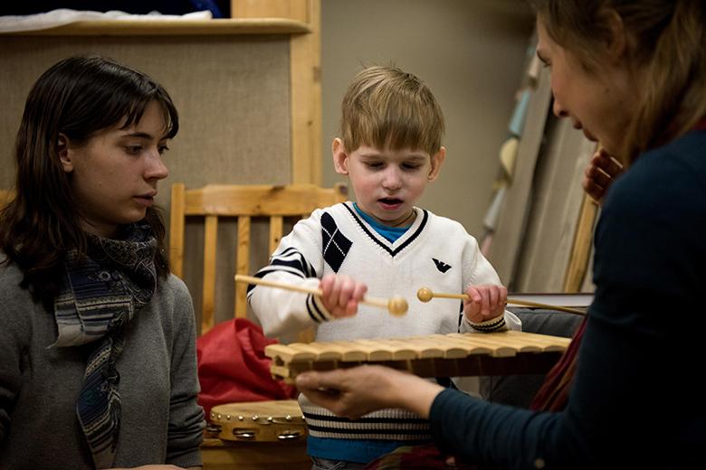 8. Музыкальные занятия – главный стимул в Кирюшиной жизни, слушать и играть готов бесконечно