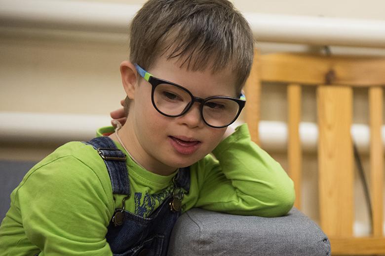 5. Оказалось, что все девять лет, которые Глеб провел в интернате, он очень плохо видел. Когда первый раз надел очки, он даже закружился на месте от восторга
