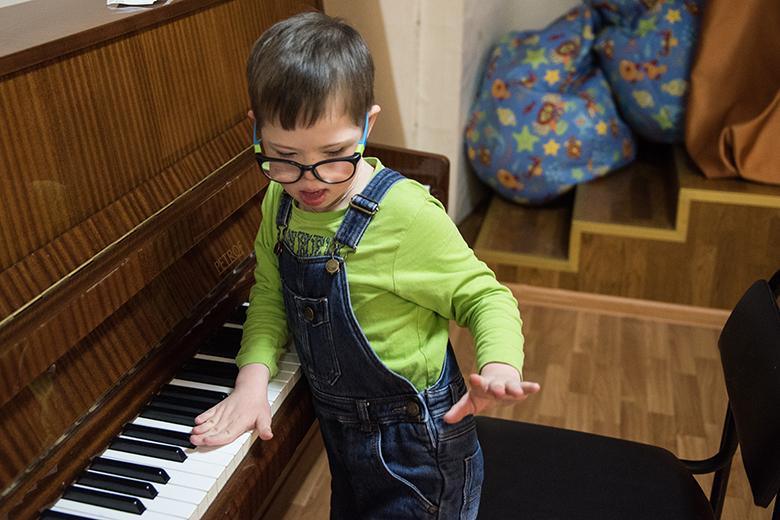 6. Пианино – один из важнейших предметов в Домике. Никогда не надоедает
