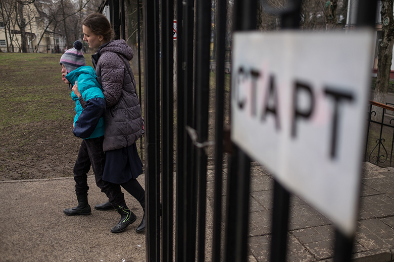 4. Теперь Настя часто бывает за пределами Домика: ходит в школу, на занятия, прогулки