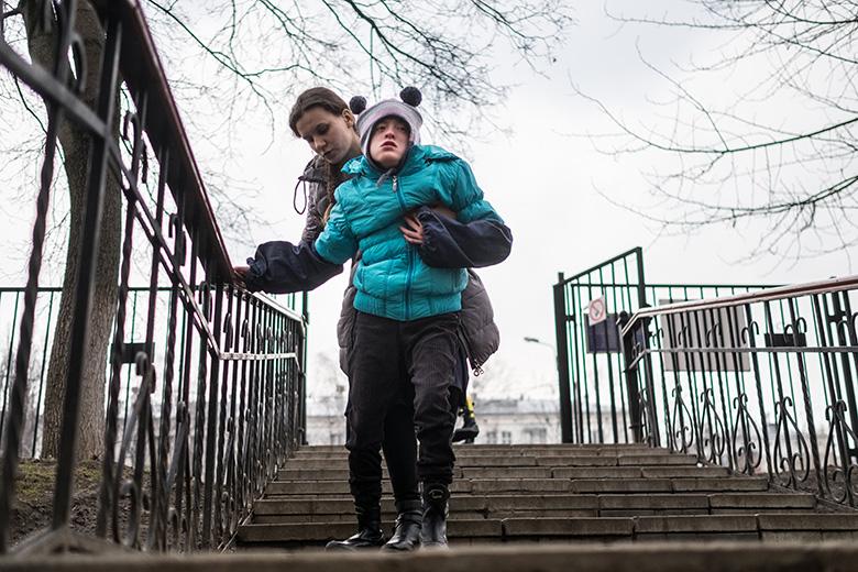 5. Настя может ходить с помощью волонтеров или воспитателей