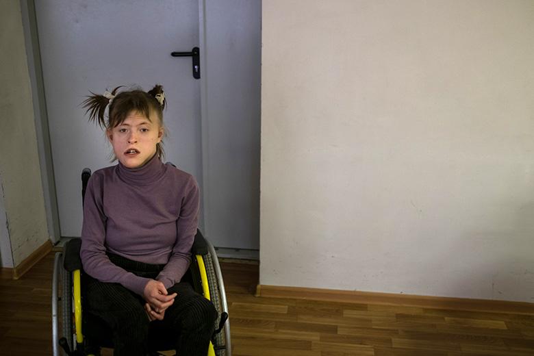 11. У Насти отросли волосы – теперь всем понятно, что она взрослая девочка, школьница