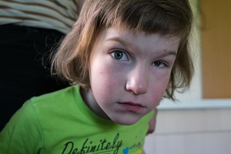 9. Левым глазом Наташа совсем ничего не видит, что не мешает ей быть невероятно наблюдательной девочкой