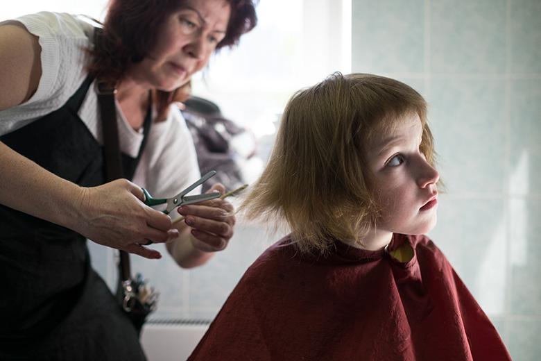 11. Благотворительность бывает разная: сотрудники салонов красоты часто приходят в Домик, чтобы подстричь детей
