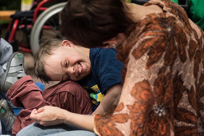 5. Воспитатели и волонтеры Домика рассказывают, что у Дани очень легкий характер и отличное чувство юмора