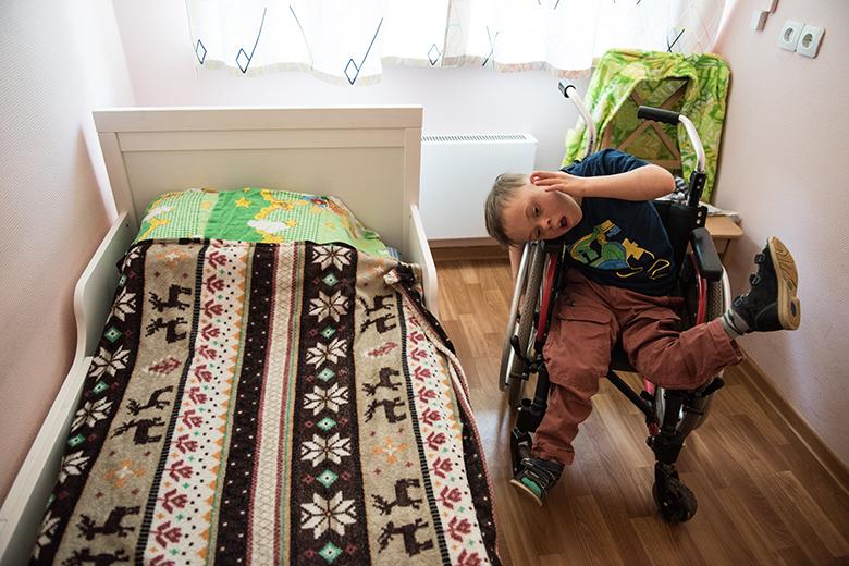 6. Сначала Дане подобрали коляску, в которой можно передвигаться, отталкиваясь одной ногой