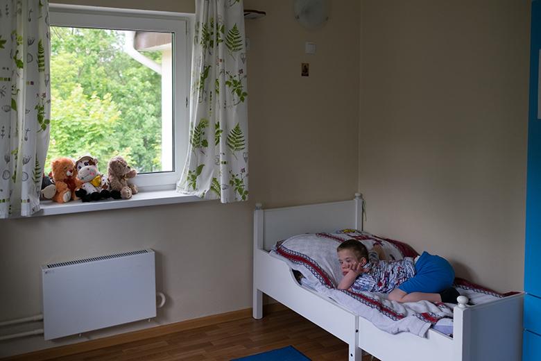 9. В Домике никто не спит в кроватях с решетками