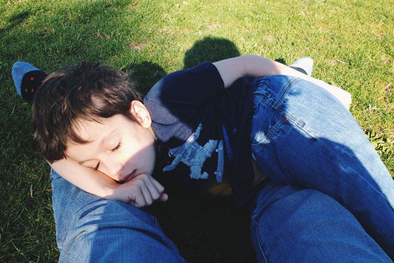 11. В Риджентс-парке через две недели после операции – теперь Гор может лежать на боку