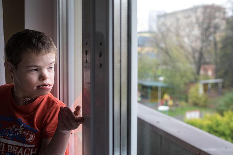 10. Каждые выходные дети ездят в музей, парк, театр. Они очень этого ждут, выглядывают в окно, не приехала ли машина