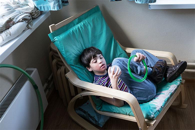 Любимое Вовкино кресло и игрушки