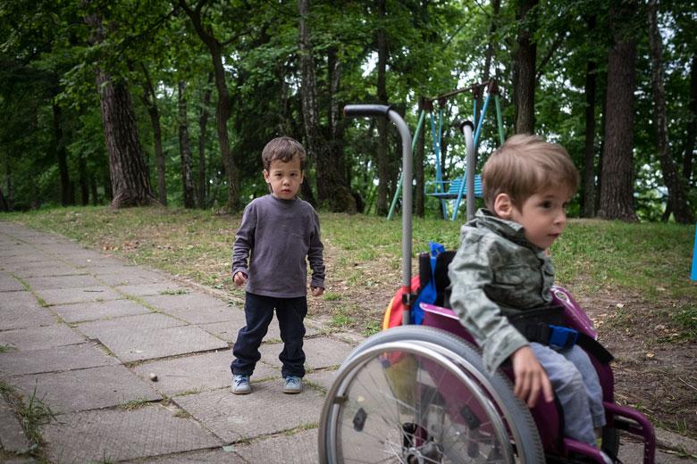 Сережа и его лучший друг Сёма, который тоже недавно переехал в Домик