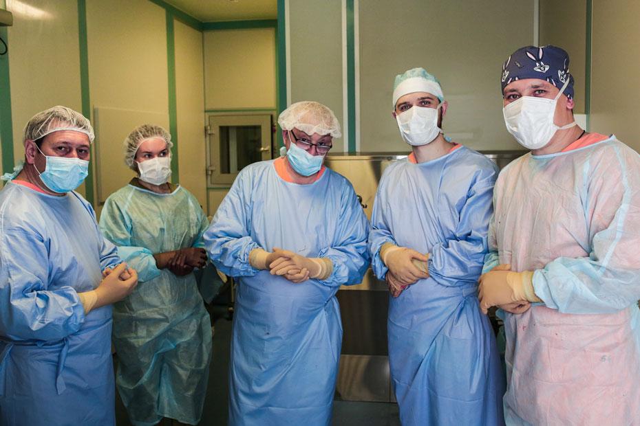 Операция – рутинная, но тяжелая – продолжалась три часа