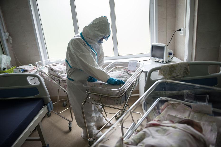У самых маленьких пациентов и кроватки небольшие