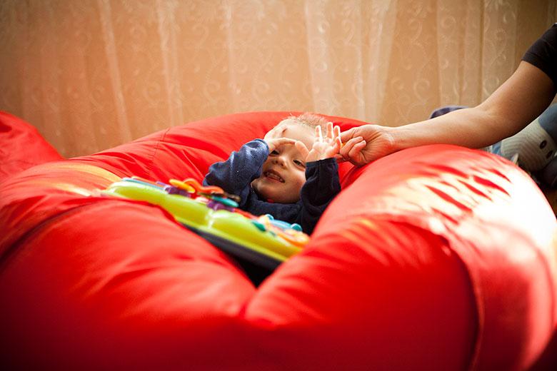 10. Ребенок играет в «пикабу»