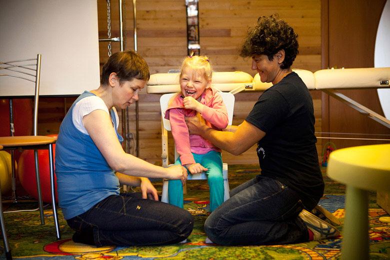 3. Главное дело физических терапевтов – обучить ребенка непатологическим движениям