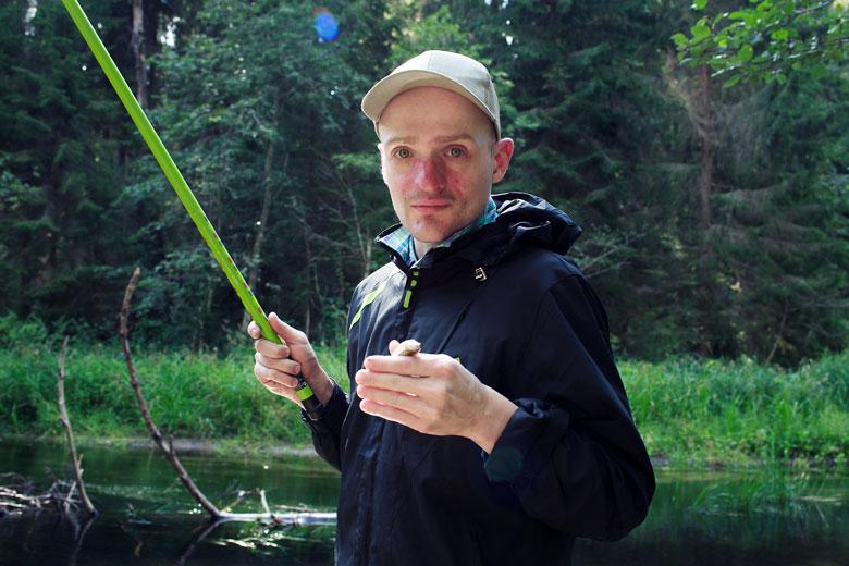 Многое в этой поездке делали в первый раз: Миша впервые на рыбалке