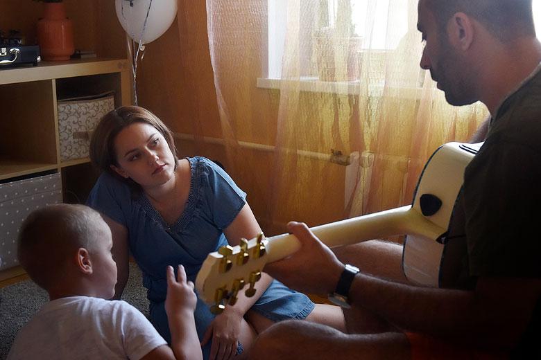 Роман воспитывает ребенка Ольги как своего родного