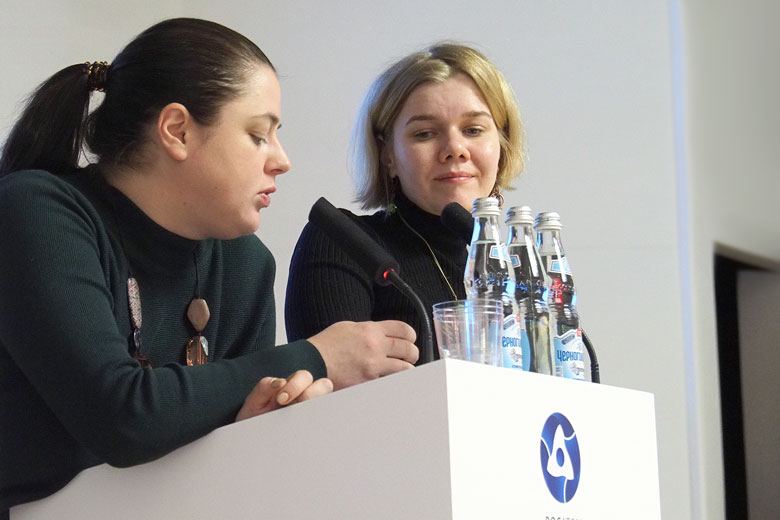 Евгения Лобачева и Людмила Геранина объясняют плюсы национального регистра по сравнению с зарубежными