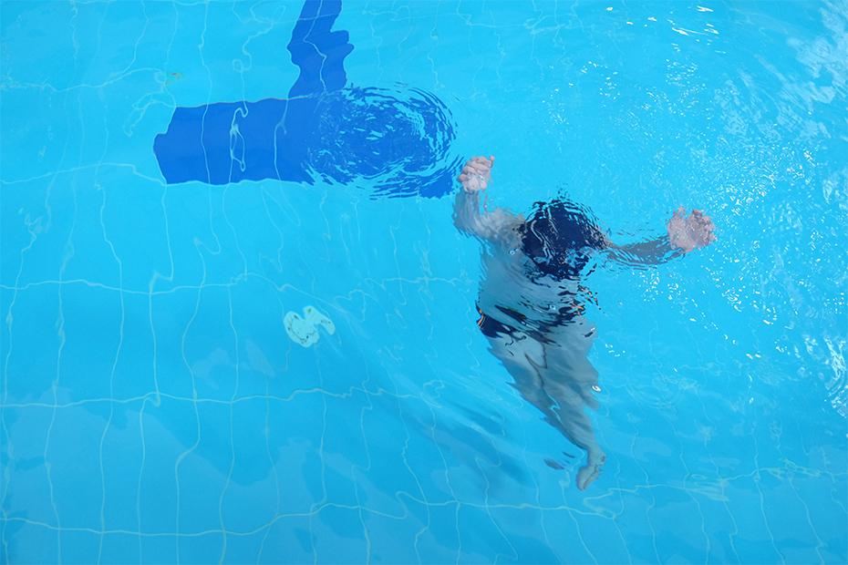 Даня плавает четыре раза в неделю: это важно, чтобы избежать контрактур и не дать развиться сколиозу