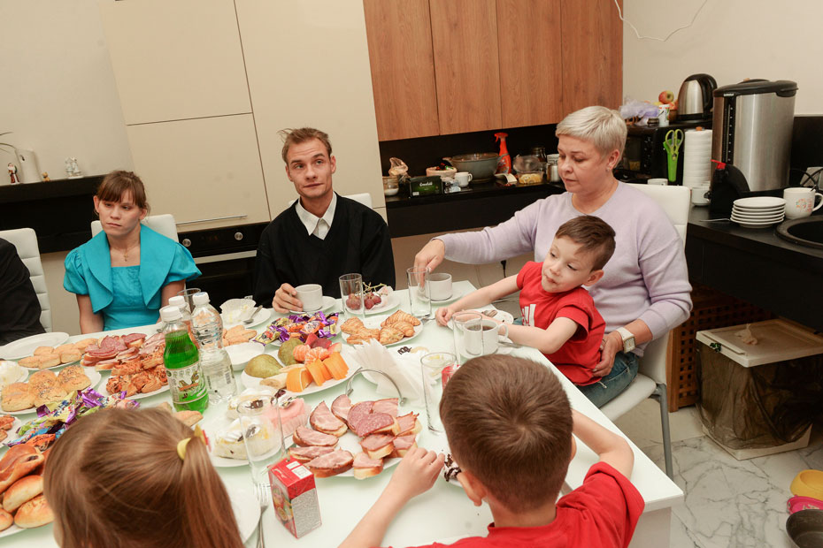 У Ольги Щеголевой одиннадцать детей – трое своих и восемь приемных с инвалидностью