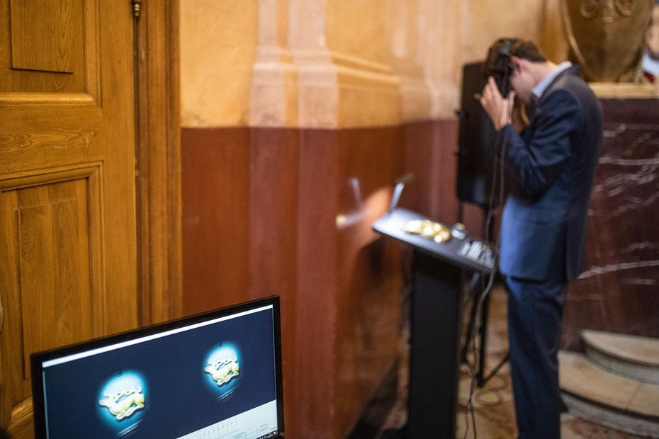Чтобы участники конференции лучше прочувствовали, как воспринимают мир люди с нарушениями зрения, в Исторический музей привезли специальный VR-симулятор